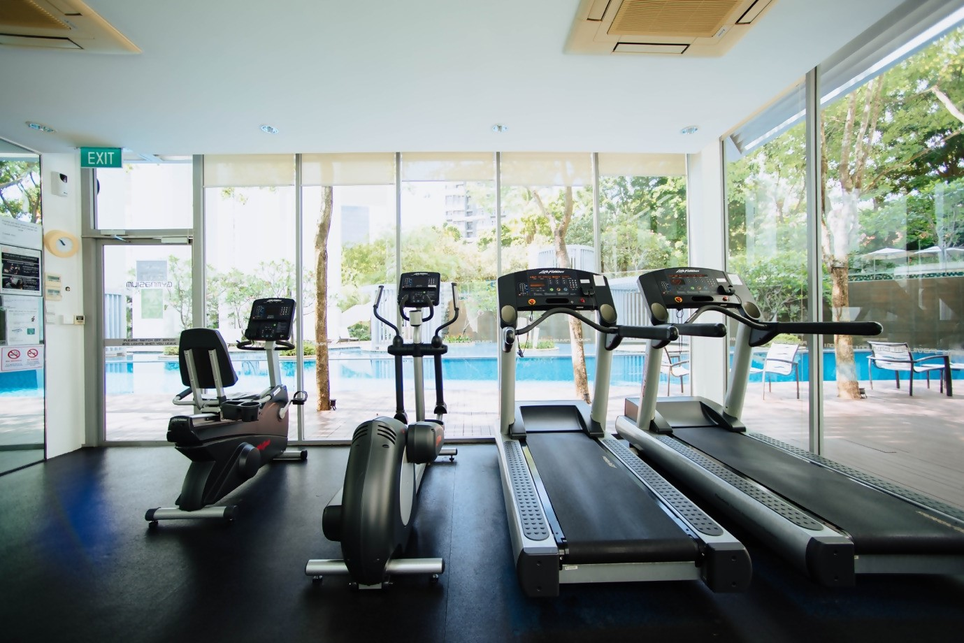 2_treadmills_and_rower